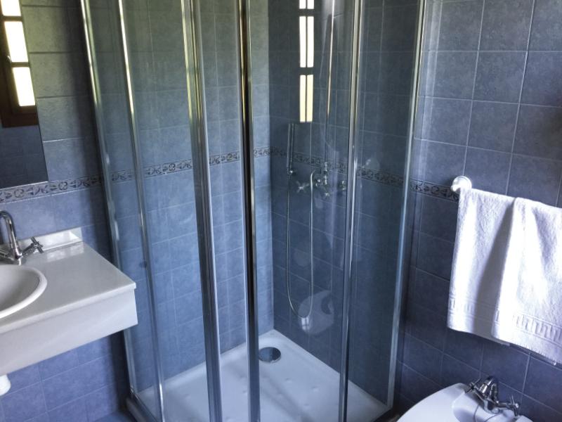 https://miradordedeva.com/wp-content/uploads/2018/01/Hotel-Mirador-Deva-bano2.png