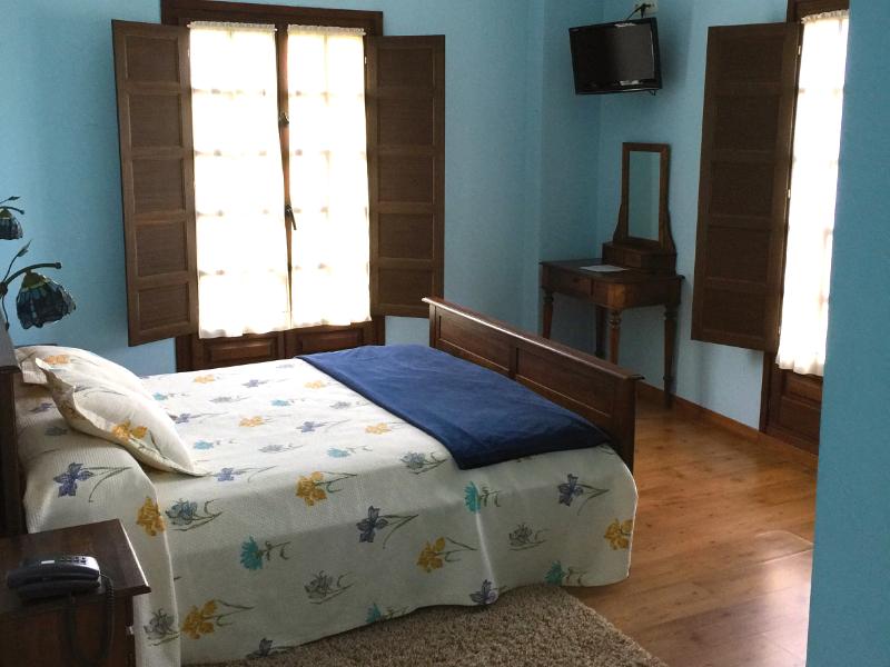 https://miradordedeva.com/wp-content/uploads/2018/01/Hotel-Mirador-Deva-habitacion1.png