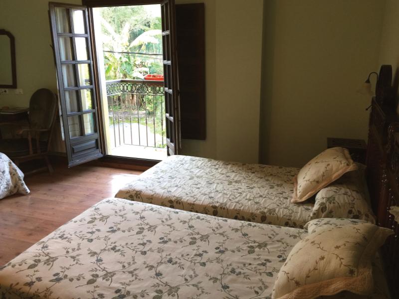 https://miradordedeva.com/wp-content/uploads/2018/01/Hotel-Mirador-Deva-habitacion3.png